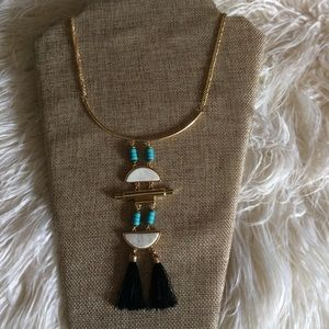 Jewelry - Blue accents necklace
